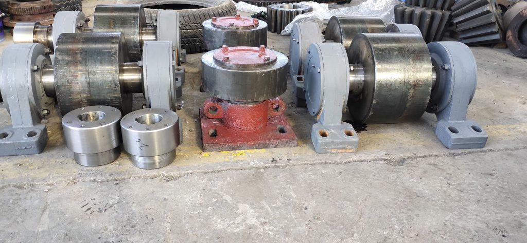 support rollers and retaining wheel